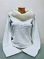Свитер женский белый с большим воротником хомут и расклешенным рукавом
