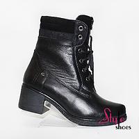 Женские ботинки на шнуровке и молнии черного цвета на каблуке