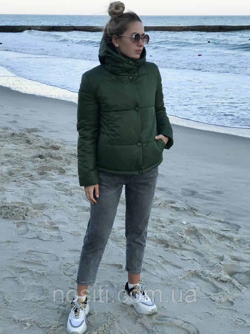 Женская куртка короткая с капюшоном
