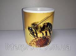 """Чашка подарункова для бджоляра, для любителів меду та пасіки """"Бджола збирає пилок"""""""