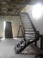 Каркас металической лестницы для дома