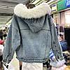 Куртка джинсовая женская зимняя с большим меховым капюшоном, фото 2
