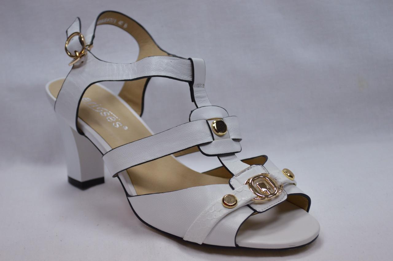 Босоножки белые на устойчивом каблуке Erisses.Большие размеры.