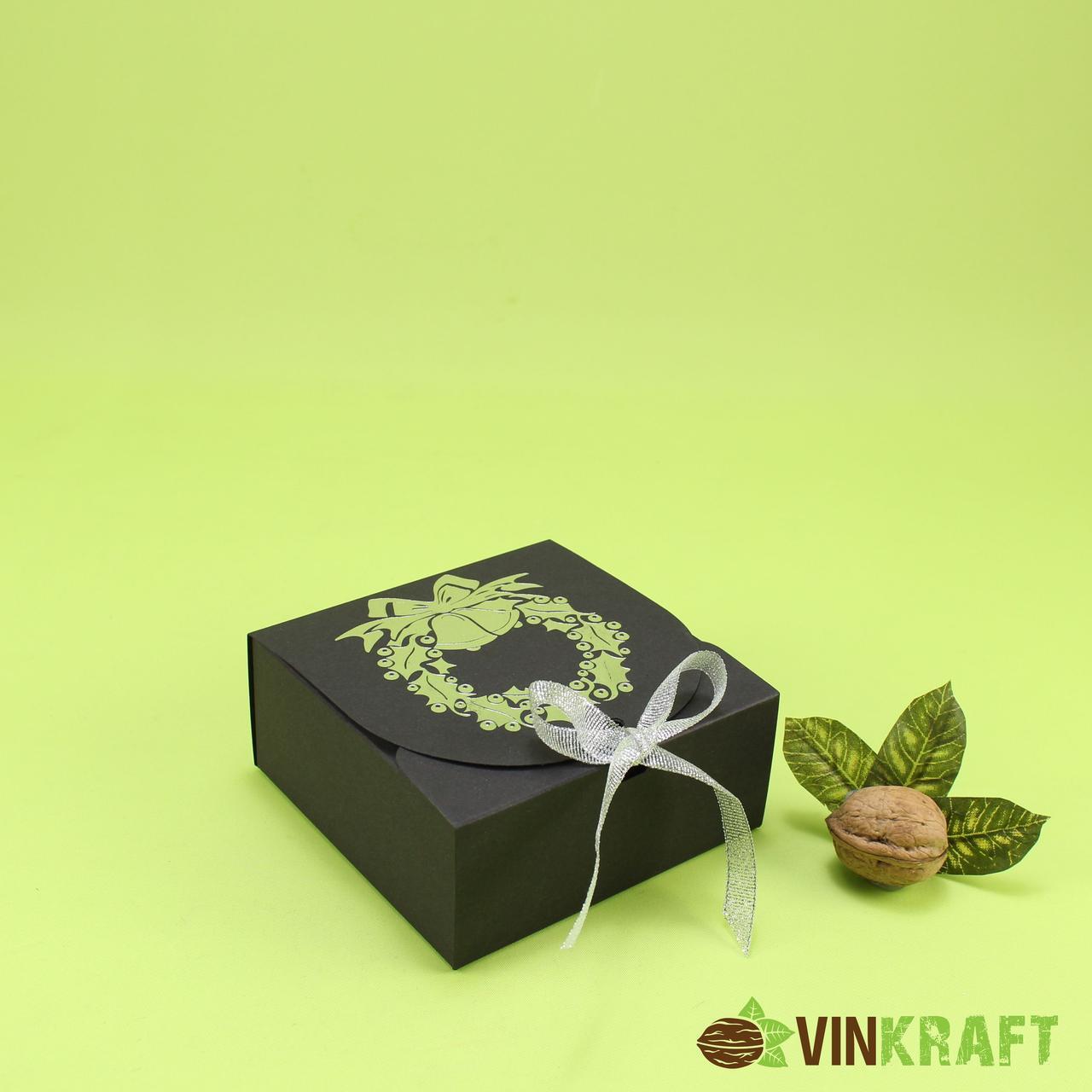 "Коробка 115*115*50 ""З принтом"" для  подарунка, чорна"