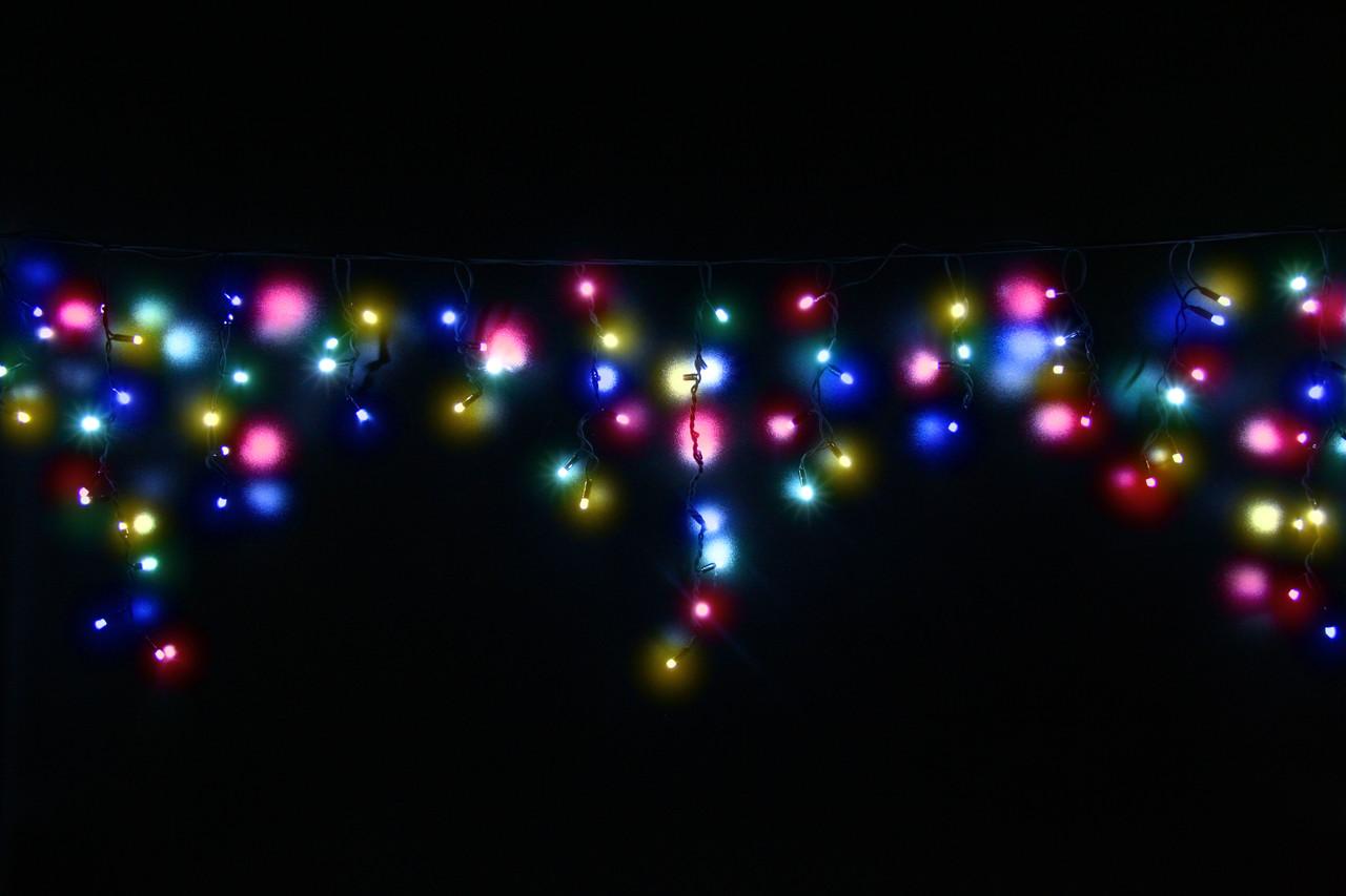 Уличная светодиодная гирлянда бахрома Lumion Icicle Light (Айсикл лайт) 90 led мульти с мерц. без каб пит.