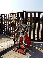 Рыцарь в доспехах из нержстали и латуни 178 см высотой
