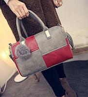 Модная женская сумка с меховым брелком