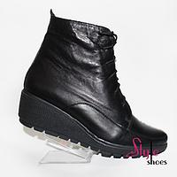 Ботинки женские со шнуровкой черного цвета