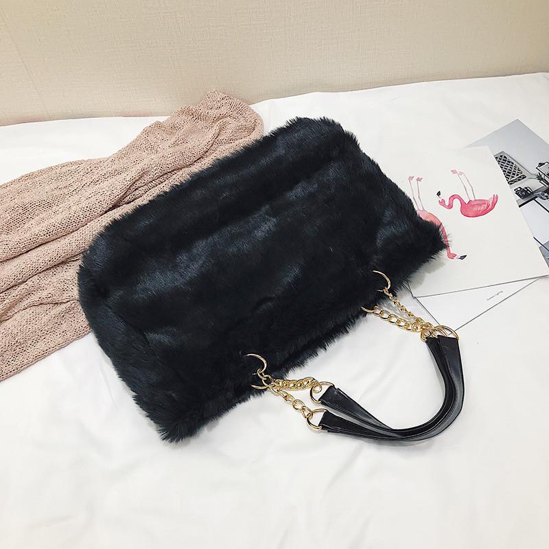 Женская большая меховая классическая черная сумка на цепочке с мехом черная