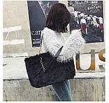 Женская большая меховая классическая черная сумка на цепочке с мехом черная, фото 3