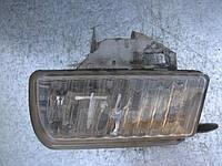 Оригинальная противотуманная правая фара б/у на VW T4 (разбито крепление)