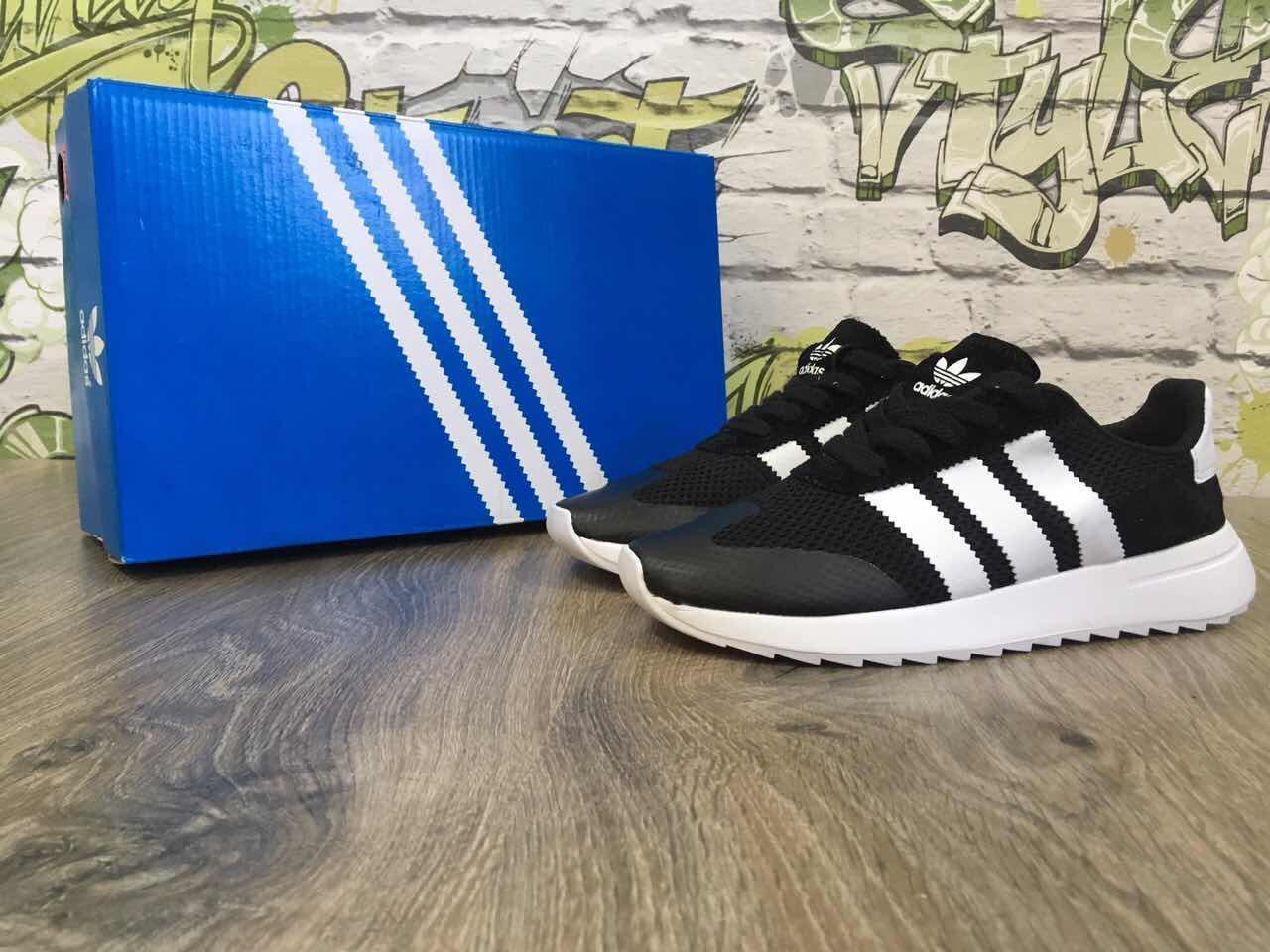 Кроссовки женские в стиле Adidas Flashback код товара Z-1224. Черные с белым