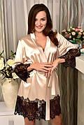 Легкий атласный халатик с красивым кружевом шантильи Карамель (Пудра)
