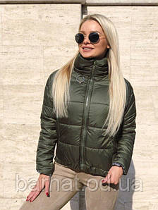 Стильная куртка на осень зеленого цвета