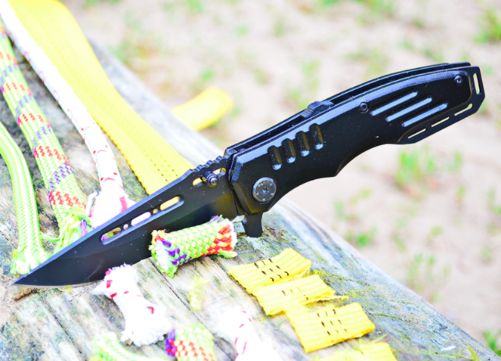 Нож складной, с рукояткой из авиационного алюминия,окрашен в черный мат,с однопозиционной клипсой, полуавтомат