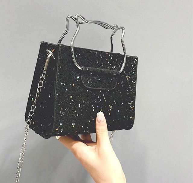 Женская классическая блестящая сумочка кошечка на цепочке черная