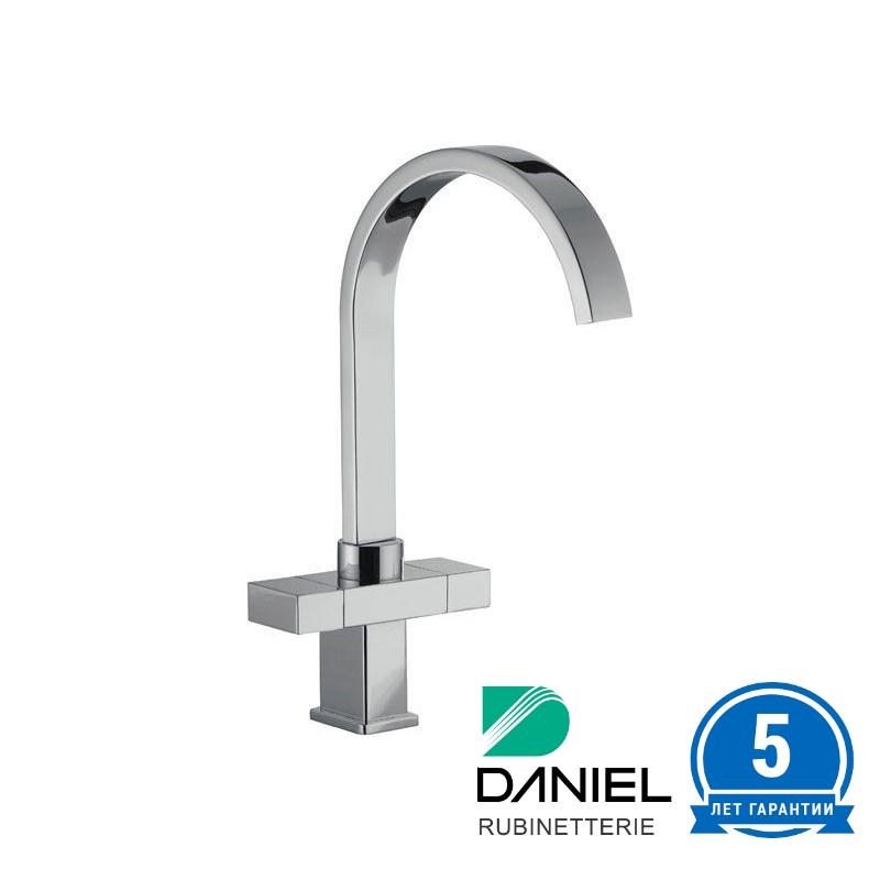 Смеситель для кухни двухвентильный квадратный Италия DANIEL W7100