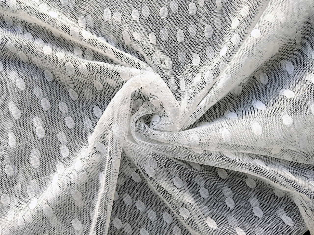 Сетка горошек овальные горошки, белый