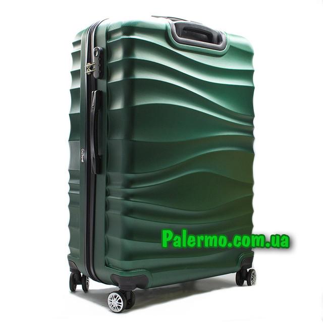 чемодан на колесах Green
