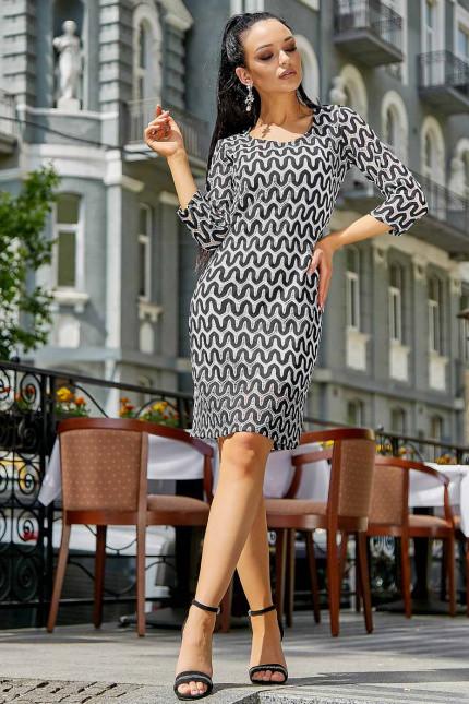Повседневное платье с полуприлегающим кроем и трендовым узором 3542