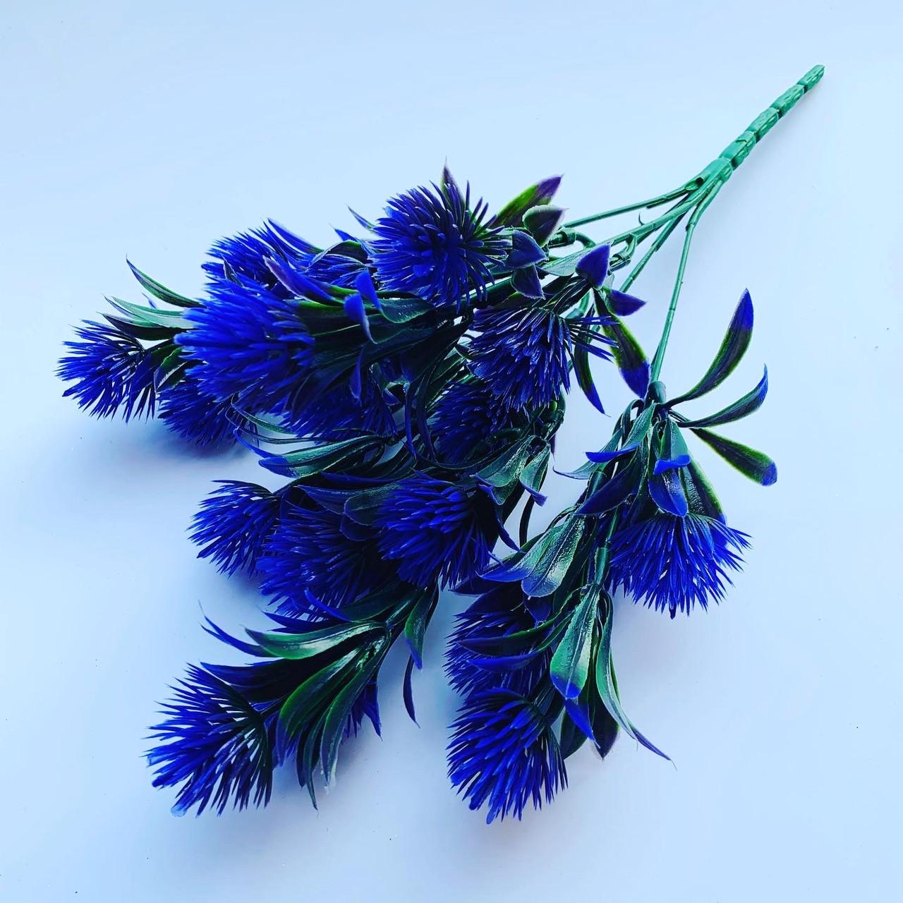 Искусственный, декоративный куст. Репей декоративный фиолетовый.