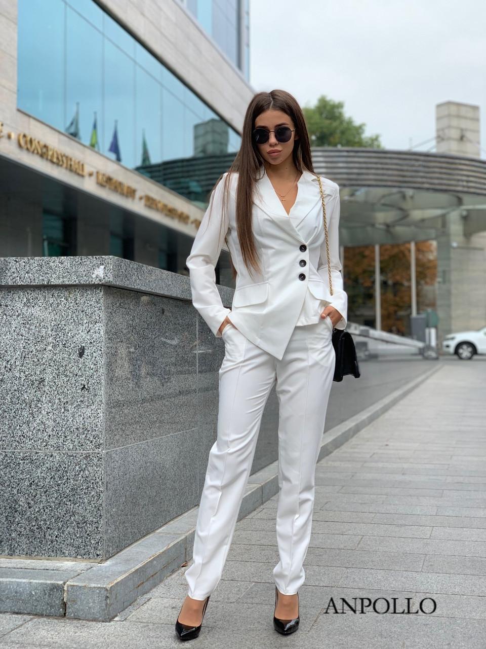 Женский брючный костюм с асимметричным пиджаком 17kos281