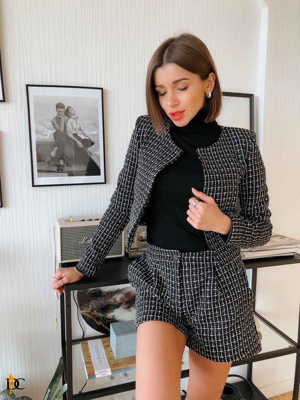 Буклированный женский костюм с шортами и пиджаком 31kos284