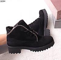 Женские зимние ботинки черного цвета из натуральной замши