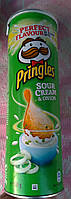 Чипсы Pringles Sour Cream &Onion  со вкусом сметаны и лука 165г