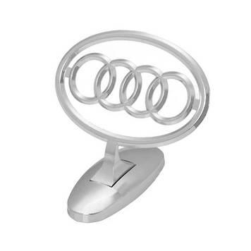 """Прицел на капот """"Audi"""" на скотче"""