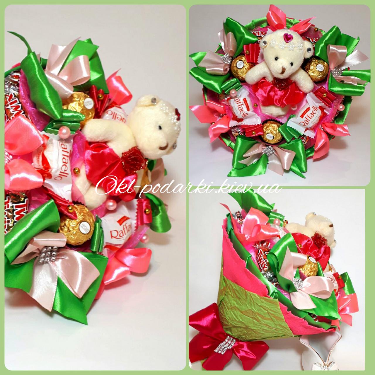 Букет из конфет  с игрушкой Очаровашка