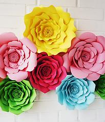 Бумажные цветы для украшения праздника