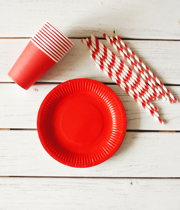 """Набор посуды - тарелочки, стаканчики и трубочки """"Красный микс"""" (30 шт.)"""