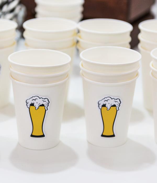 Бумажные стаканчики с пивом (10 шт.)