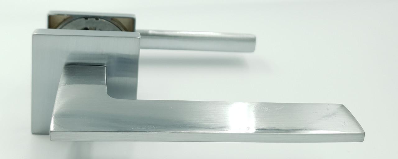 Ручка на квадратной розетке алюминий Trion GRECO MCP