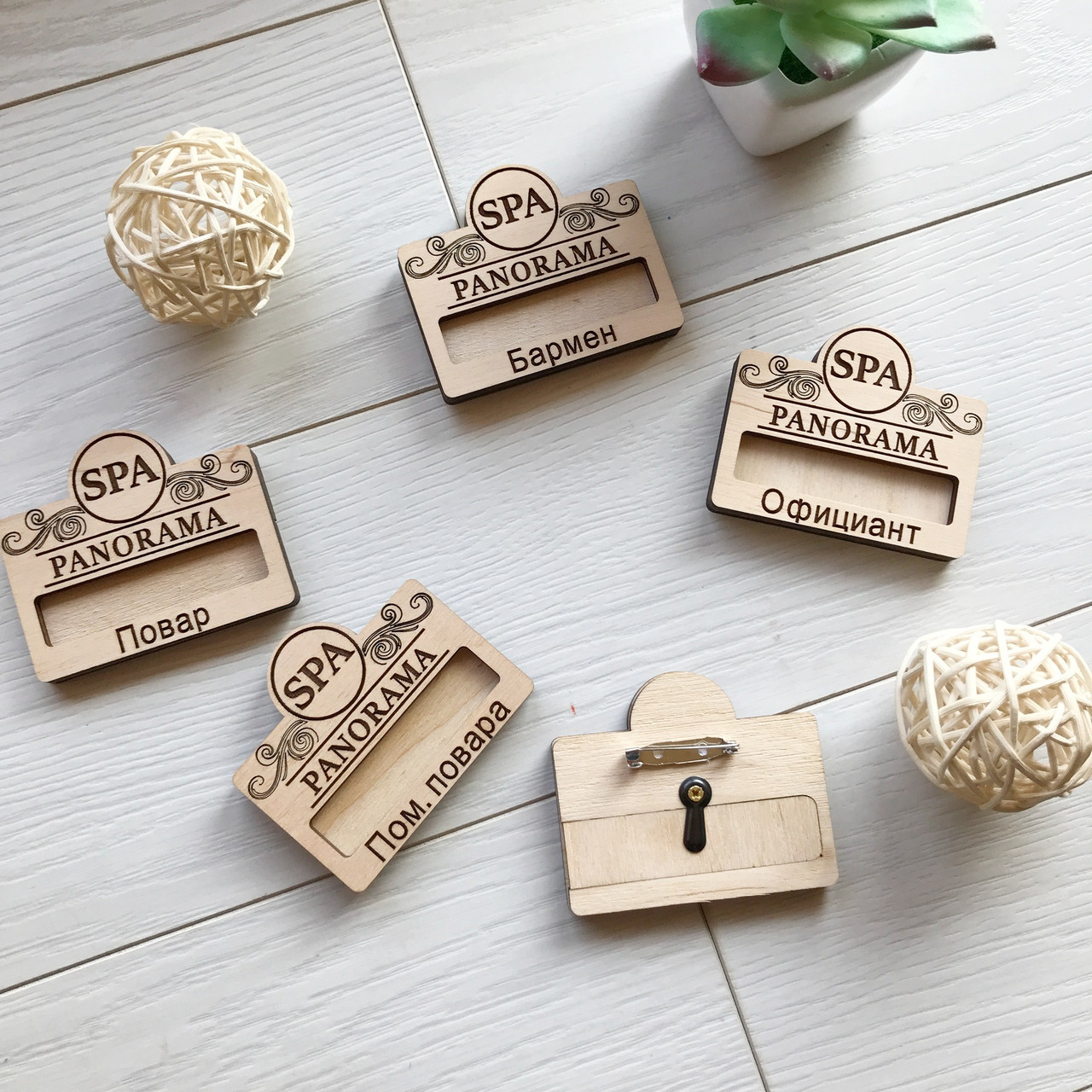 Деревянный именные бейджи с логотипом заведения на заказ