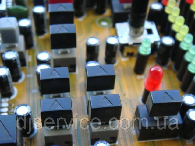 Толкатель кнопки MUTE, PFL  9.4x5.5x8.4mm для пультов Yamaha, Soundcraft, Behringer