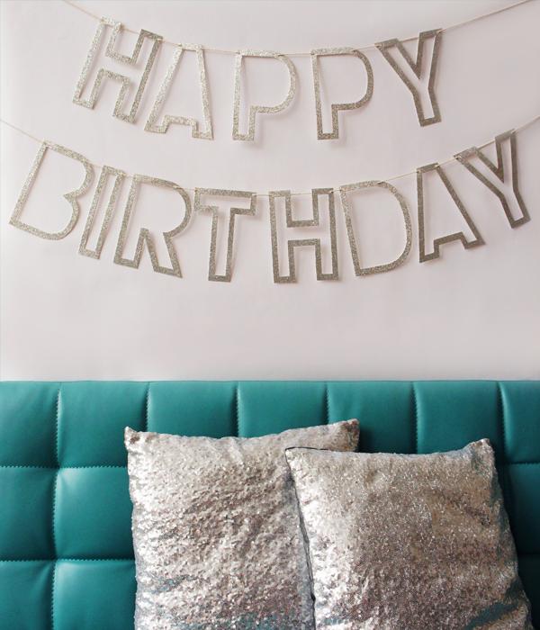 """Гирлянда с серебряной надписью """"Happy Birthday"""""""