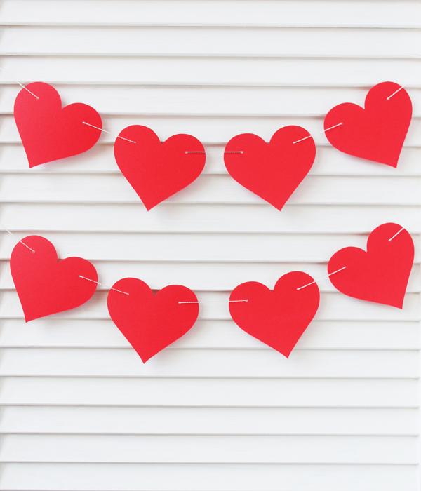 Бумажные гирлянды с сердечками