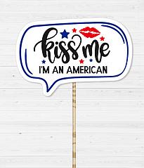 """Табличка для фотосессии """"KISS ME I AM AMERICAN"""""""