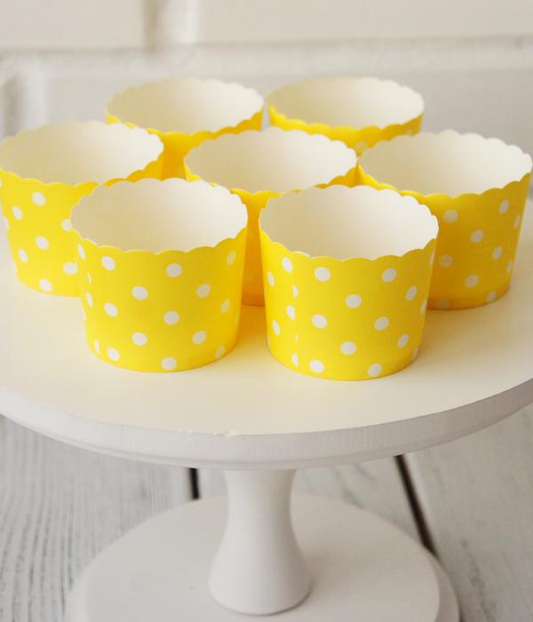"""Формочки для капкейков """"Yellow white dots"""" (10 шт.)"""