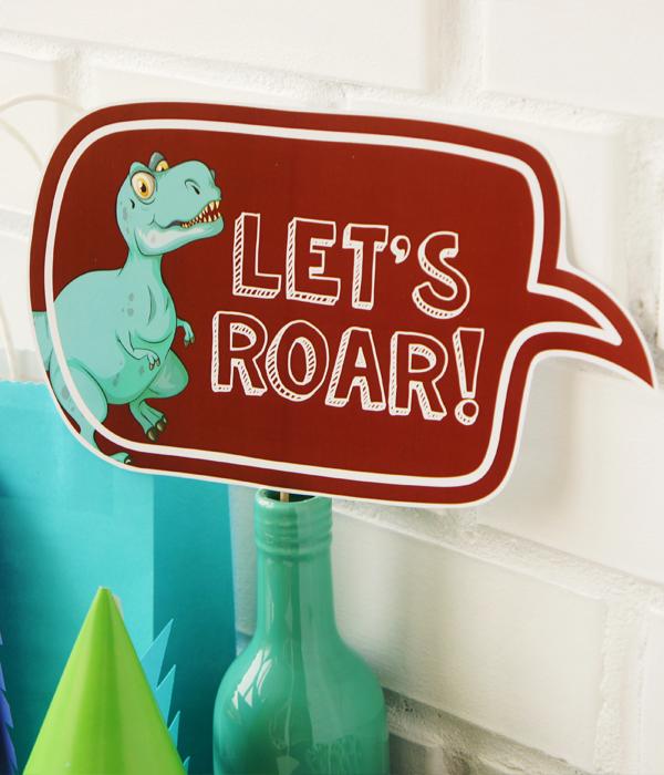 """Табличка для фотосессии """"LET'S ROAR!"""""""