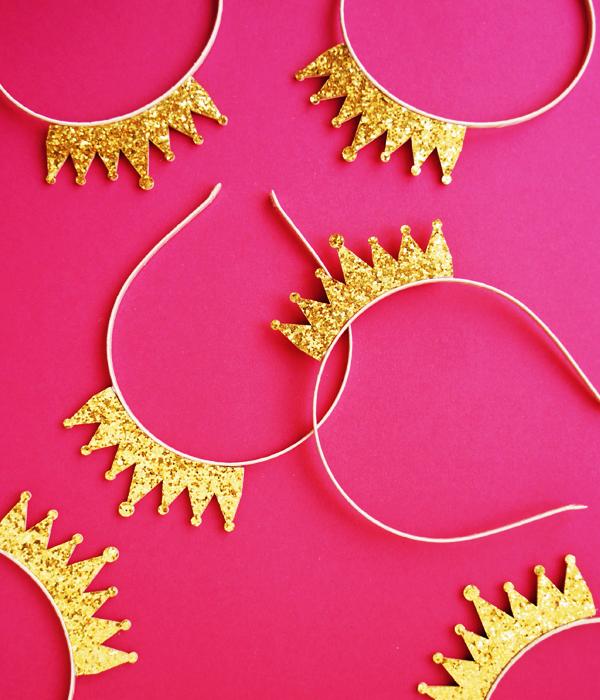 Обруч с блестящей золотой короной