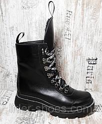 Ботинки женские на низком каблуке черные