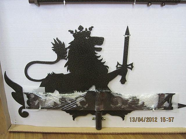Флюгер стальной для кровли лев с мечем