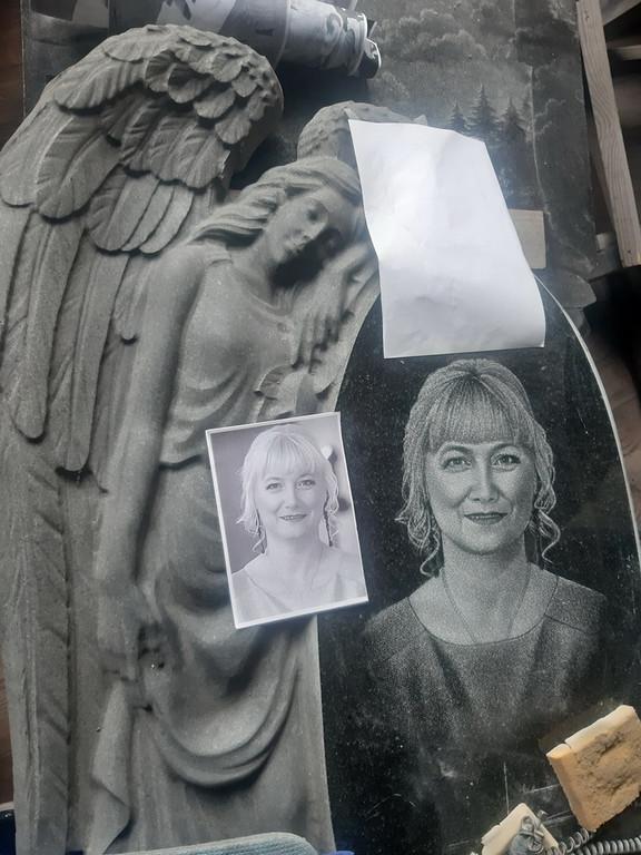 Памятник в виде ангела №333 гранитный резной 12