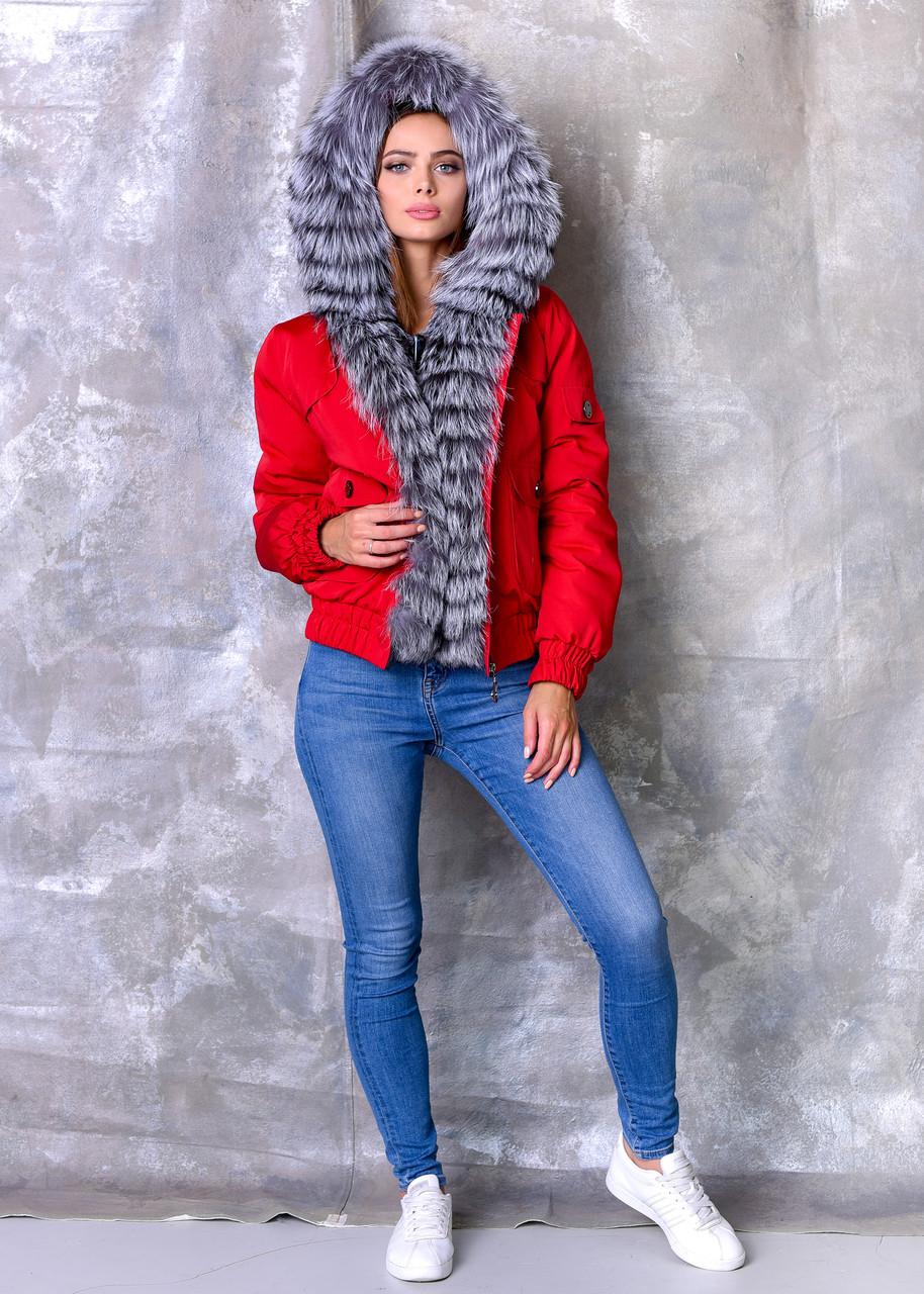 Красная женская парка с мехом чернобурки