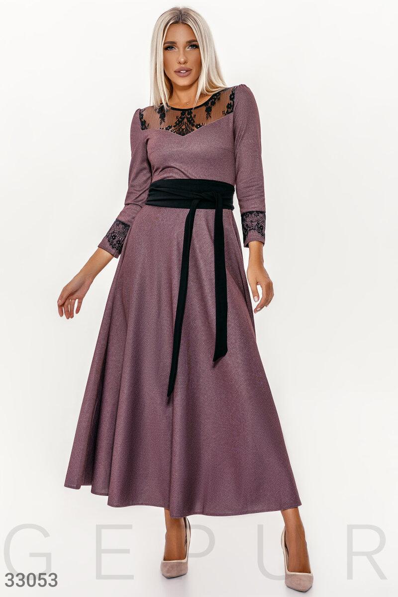 Расклешенное платье макси с поясом