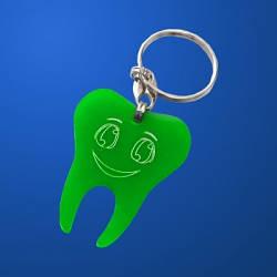 Изделия и сувениры из пластмасс: брелок зуб