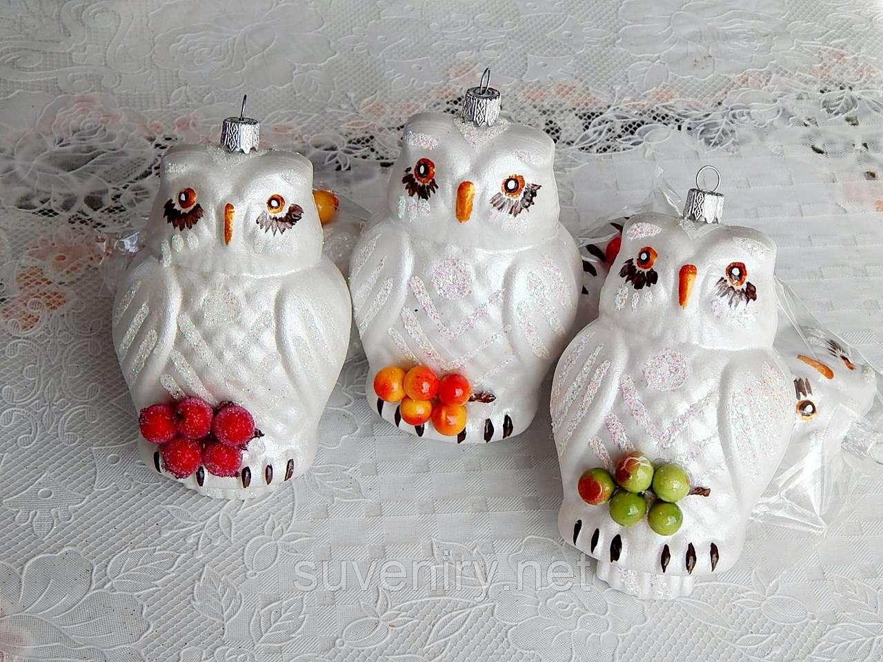 Новорічні іграшки на ялинку вигляді сови